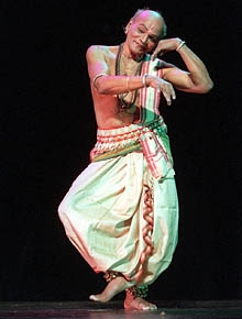 Guru_Kelucharan_Mohapatra_Performing